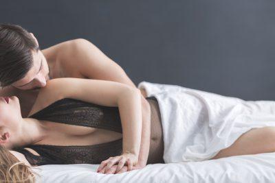 側位からのセックス