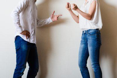 喧嘩をしている男女カップル