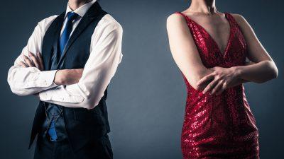 夜の営みについて考えるカップル