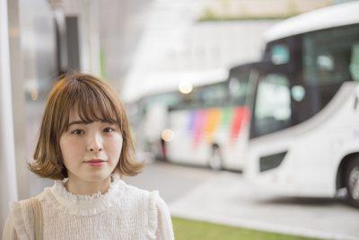 バス 可愛い女性