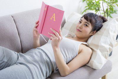 ノウハウを学ぶ女性