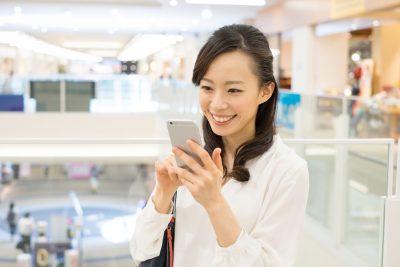 出会い系アプリを上手に楽しく使う女性
