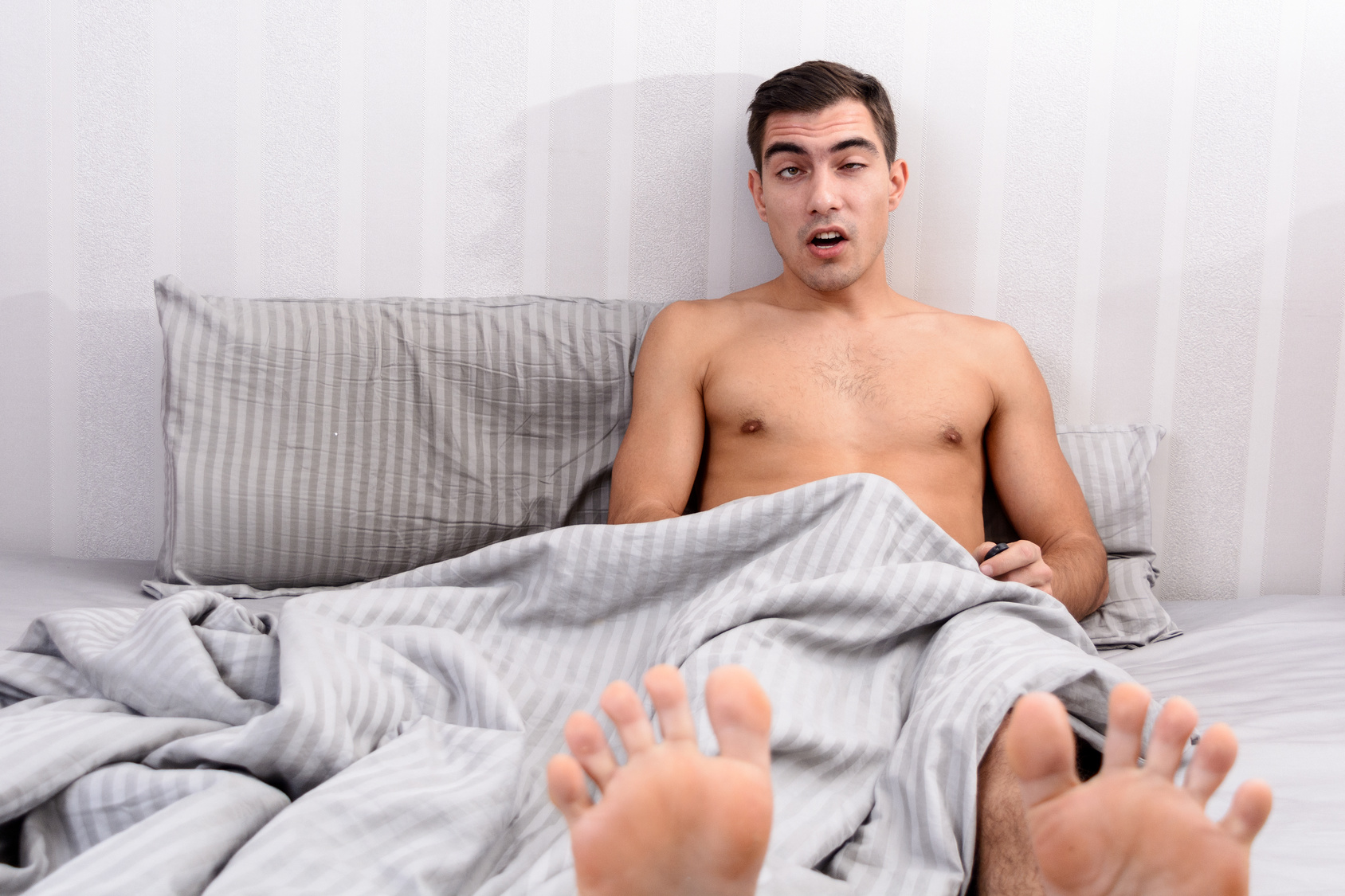 Видео мастурбирующих голых парней — 15