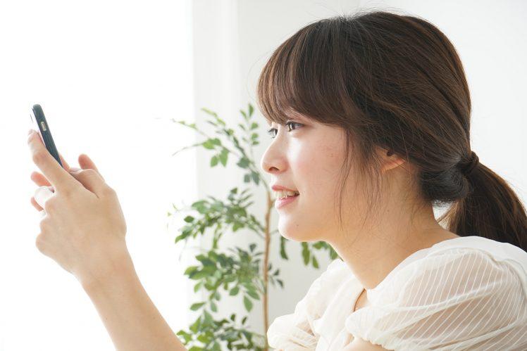 出会い系アプリを使う大学生の女子