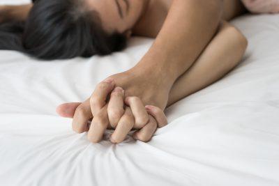 精神的不安が取り除かれ男性に身を任せる女性