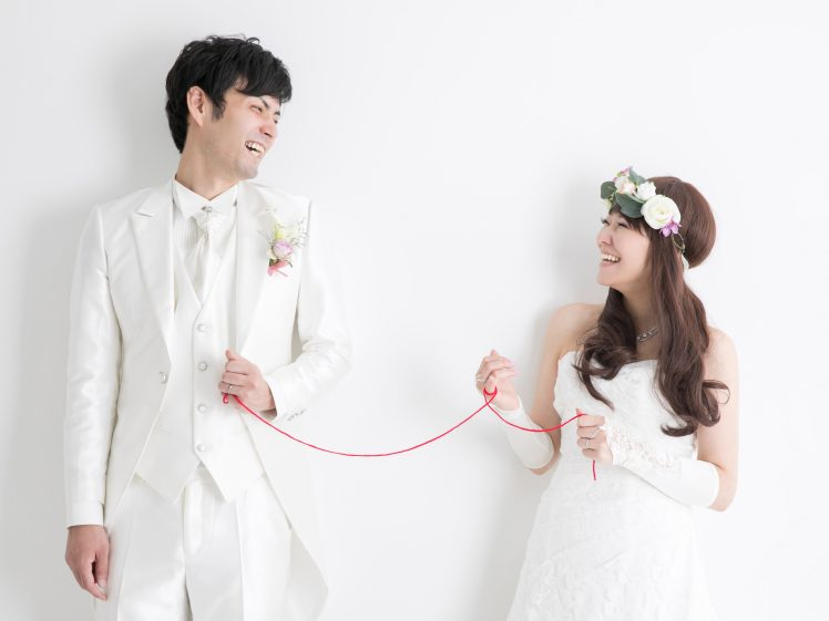新郎新婦と赤い糸(幼馴染と結婚)
