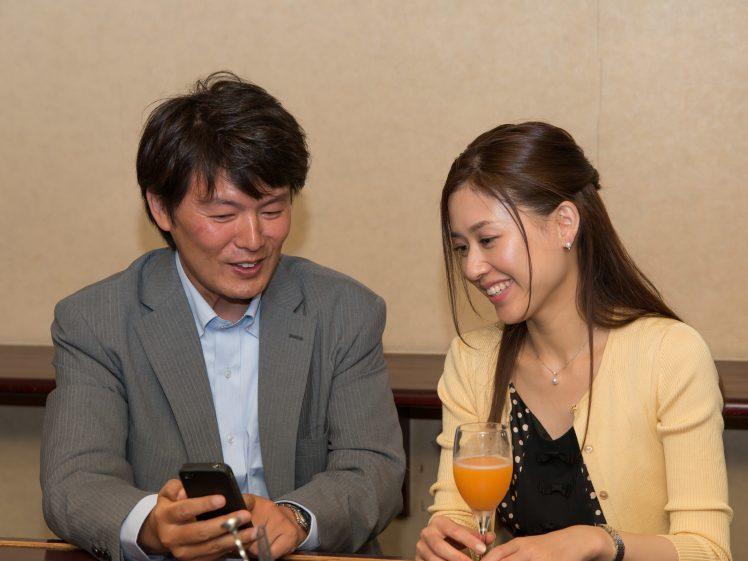ワクワクメールで出会ったアラフォー男と女(イメージ)