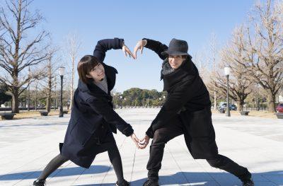 アメリカ人男性とデートする日本人女性