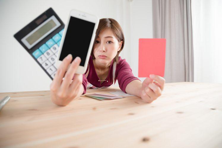 マッチングアプリのNG会話でレッドカードを出す女性