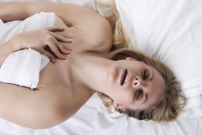 膣を攻められる女性