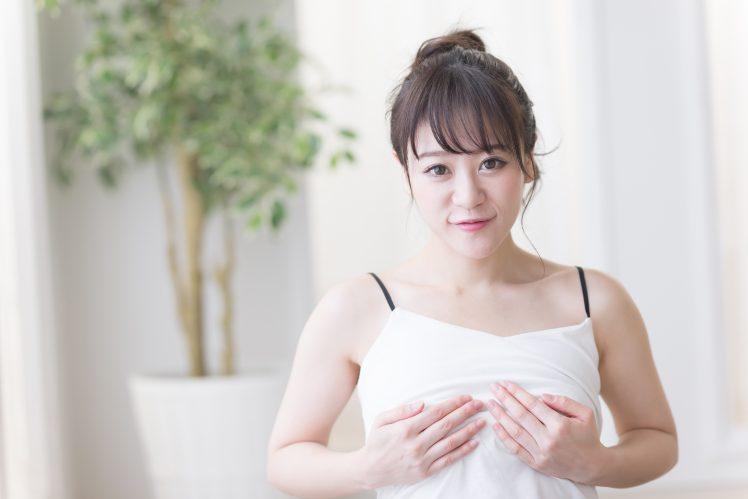 胸と乳首の触られ方を教える女性