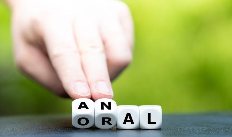 アナルプレイを象徴するANALと書かれたサイコロ