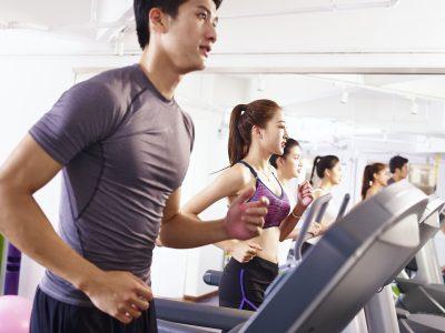 趣味のトレーニングに励む男性